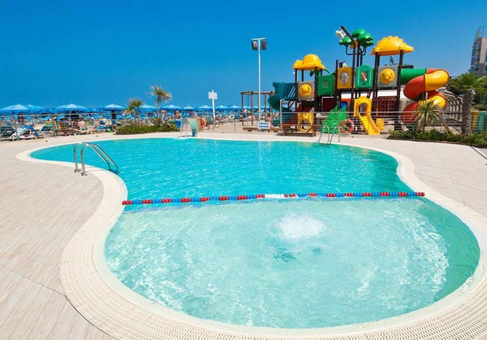 Hotel Ambasciatori Cattolica piscina in spiaggia